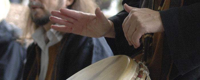 Djembe spielen in den KLANG BILD Trommelkursen bei www.klang-bild.co.at